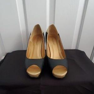 Shoedazzle Black & Gold Shoes Size 8.5